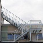 Zdjęcie Centrum Kształcenia Zawodowego schody na zewnątrz