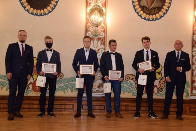 Stypendium Starosty Ostrowskiego im. Ks. Jana Kompałły 2021/2022